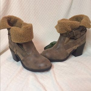 Brand new Report boots, size 8.5. Warm and comfy!